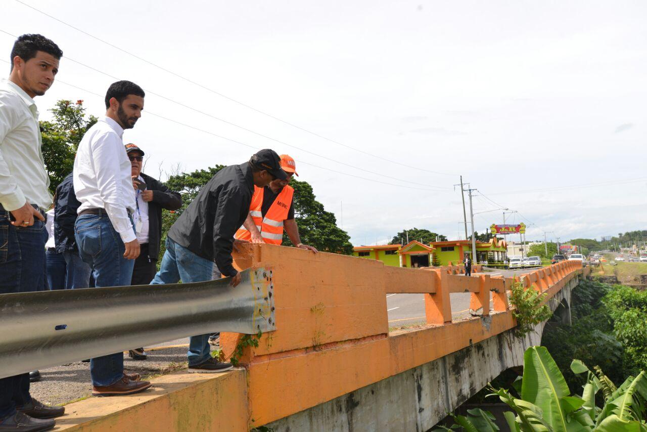 MOPC evalúa daños provocados por huracánMaría en obras de infraestructura vial