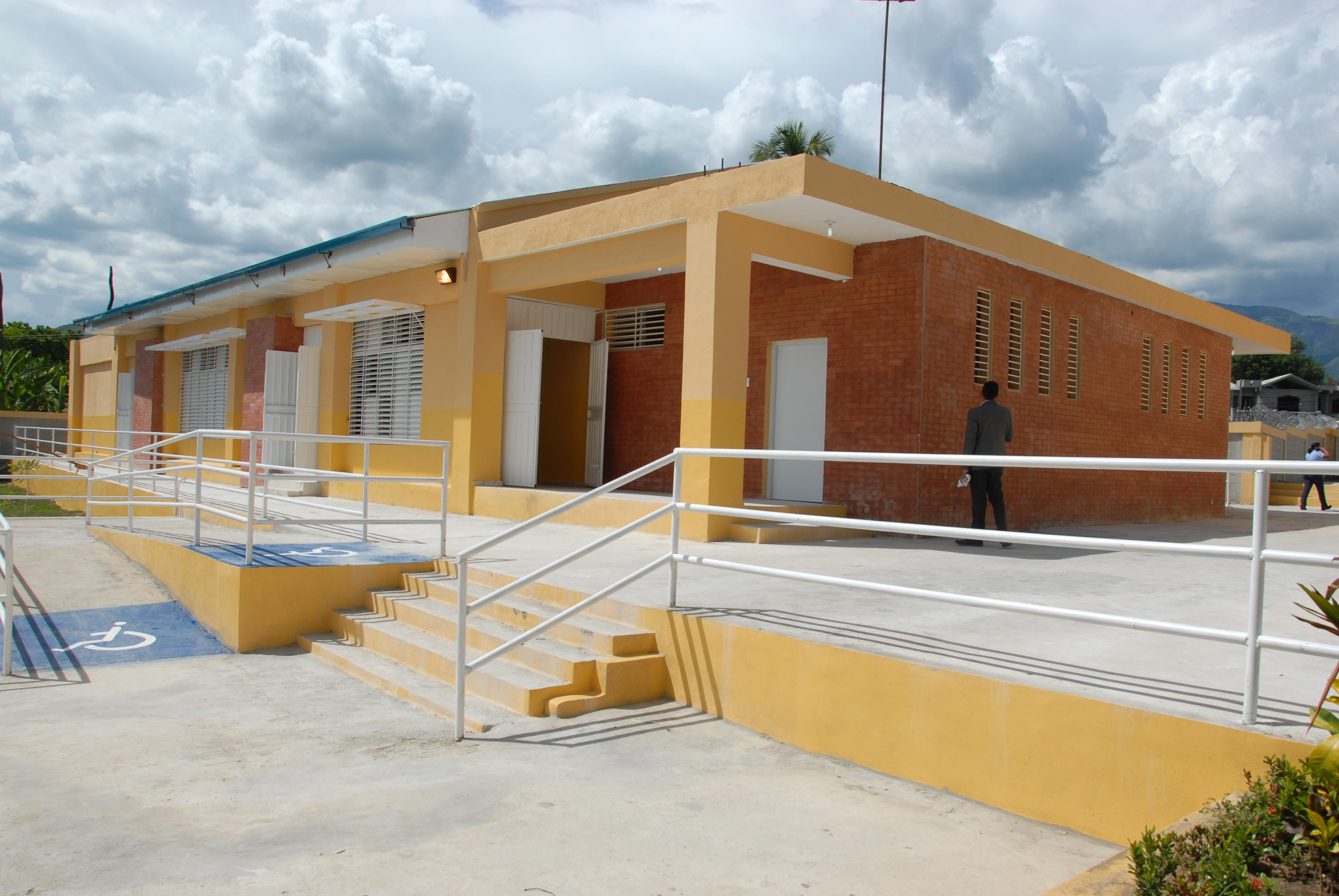 Presidente entrega centro educativo en Bahoruco