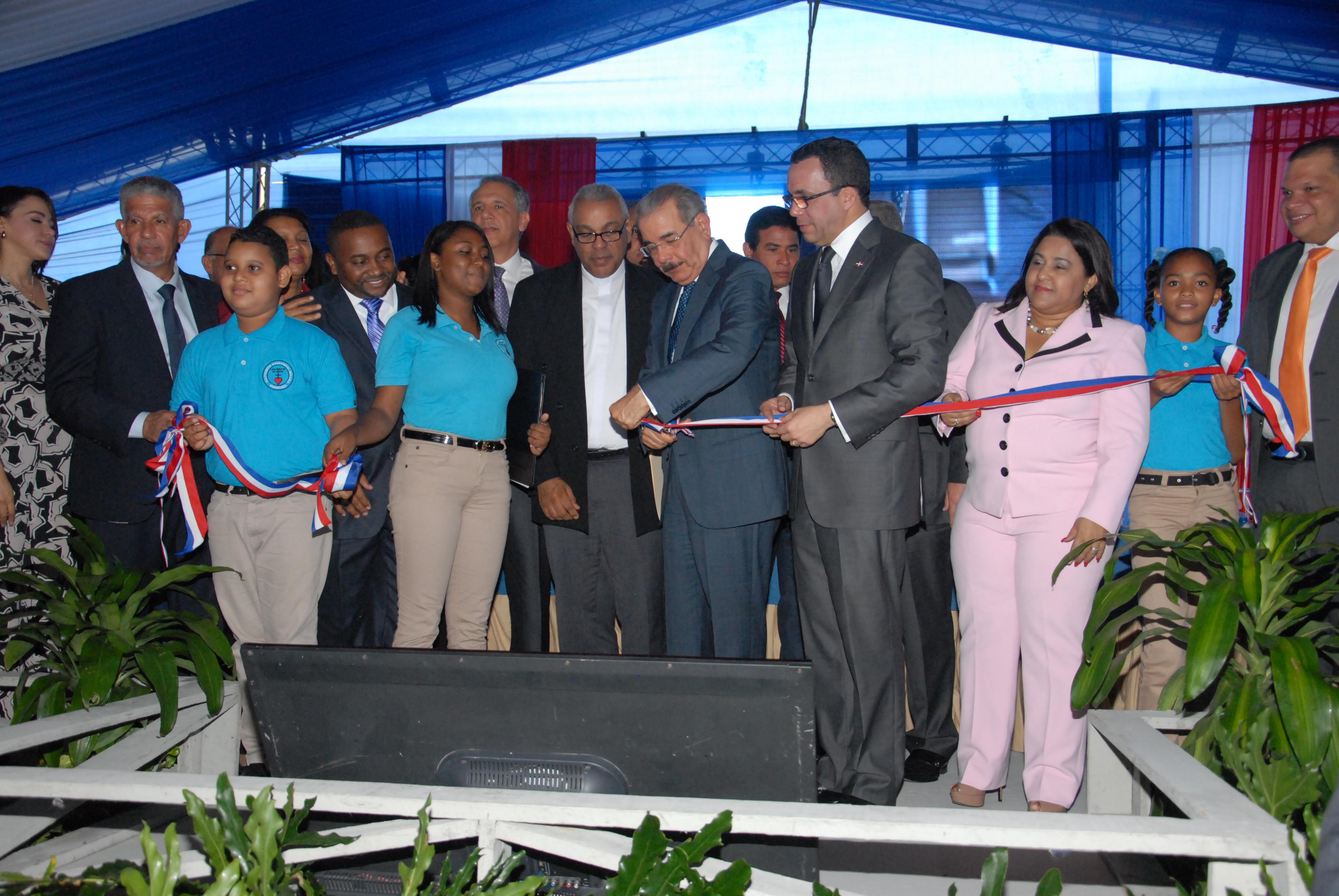 Presidente entrega politécnico en Los Guaricanos