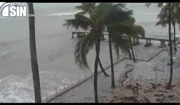 El huracán Irma se debilita a categoría 3 y se aleja de Miami