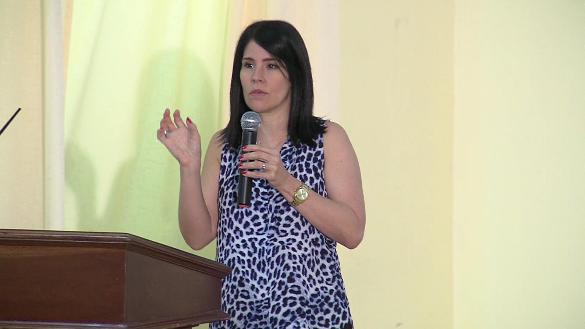 Alicia Ortega participa en taller del Consejo Nacional de Estudiantes de la Comunicación