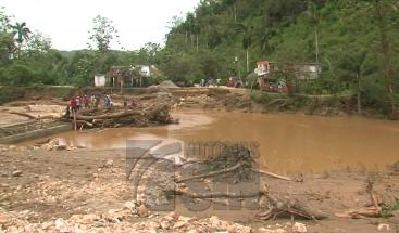 Medina hace parada en Loma Atravesada donde decenas de familias perdieron sus casas