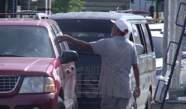 Conductores respaldan disposición de apresar limpiavidrios en principales vías de la capital
