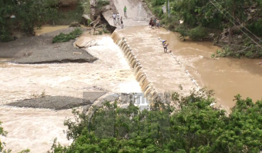 Crecida del río Seibo deja cinco sectores arropados y viendas destruidas en el municipio cabecera