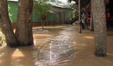 Más de 25 comunidades incomunicadas por crecida de río en Nagua