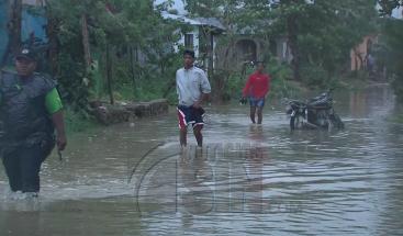 Dos comunidades en el municipio Río San Juan reportan inundaciones por la crecida de la marea