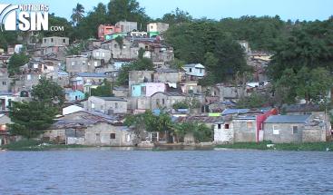 Residentes a orillas del río Ozama preocupados ante posible paso del huracán Irma