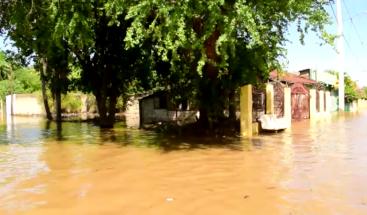 Más de 400 viviendas inundadas en Montecristi por desbordamiento del río Yaque del Norte