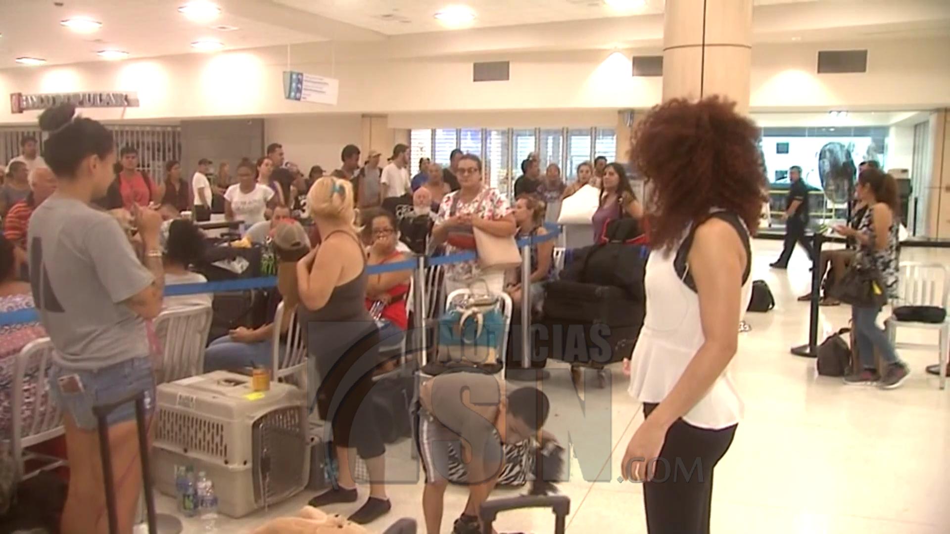 Puerto Rico continúa a oscuras y con escasez de combustible a una semana del paso de María