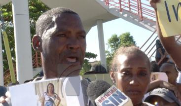 Protestan en el sector Los Frailes por desaparición de mujer desde hace un mes