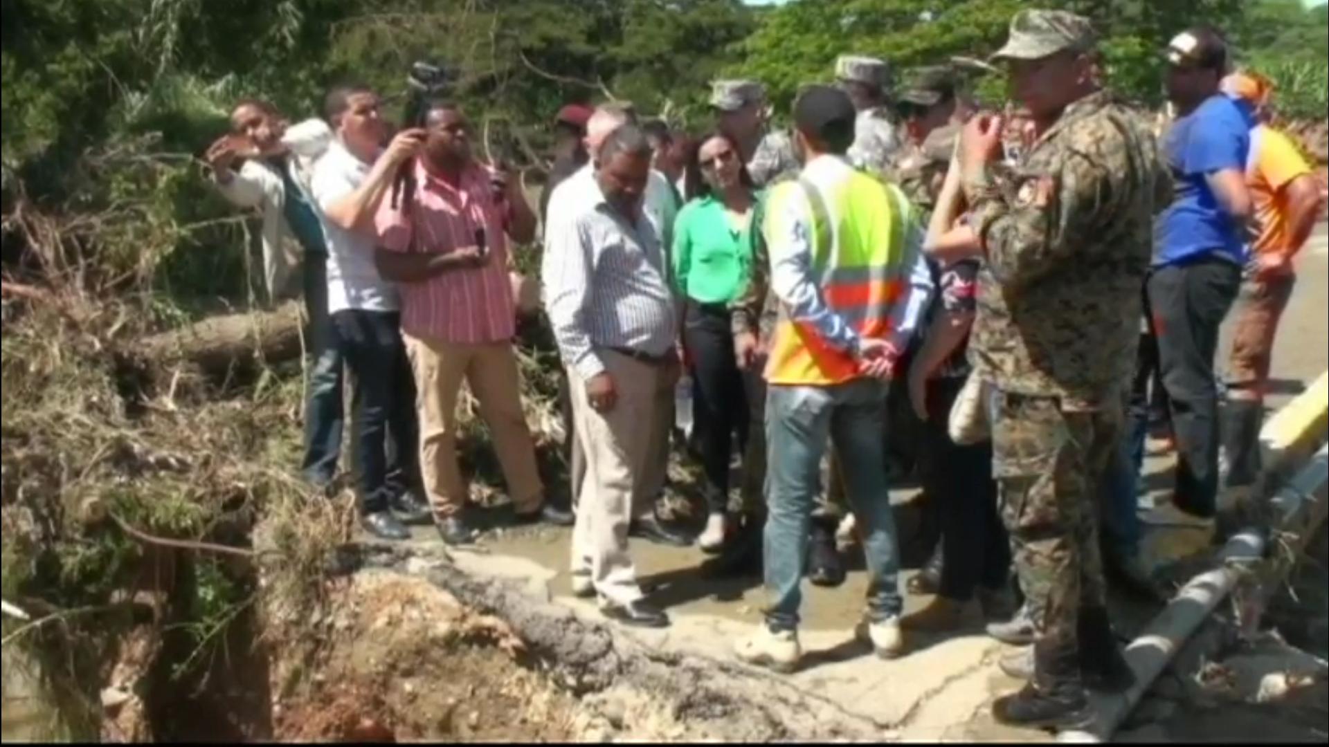Ministro de Defensa realiza recorrido por zonas inundadas por las torrenciales lluvias