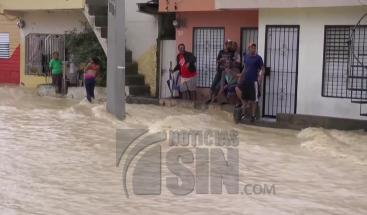 Se registran daños en viviendas y cientos de casas inundadas en Santiago