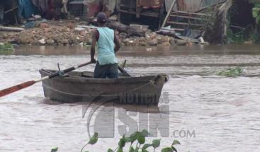 Defensa Civil alerta moradores en la ribera del río Ozama tras huracán María