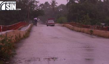 Personas se niegan abandonar casas cerca de río en San Juan