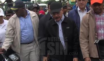 Presidente Medina visita Miches y verifica daños tras el paso del huracán María