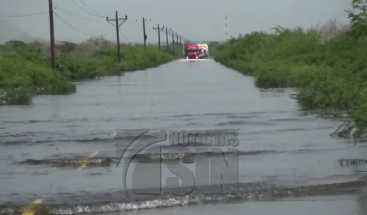 Autoridades abren tramo carretero que comunica a Montecristi y Dajabón solo para vehículos pesados