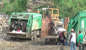 Continúa lento el proceso de vertido de basura en Duquesa