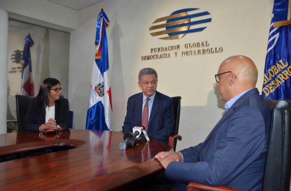 Leonel Fernández se reunió con el alcalde y presidenta de la Asamblea Constituyente de Venezuela