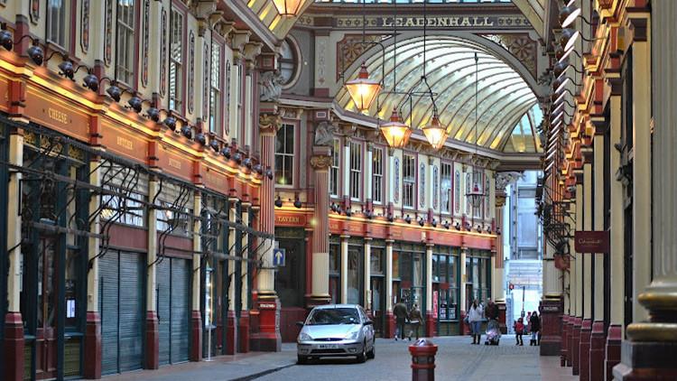 Evacúan un mercado en Londres por amenaza de bomba