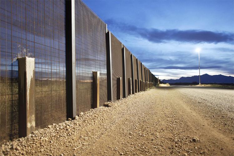 Policía EEUU plantea preparar zonas para protestas contra el muro fronterizo