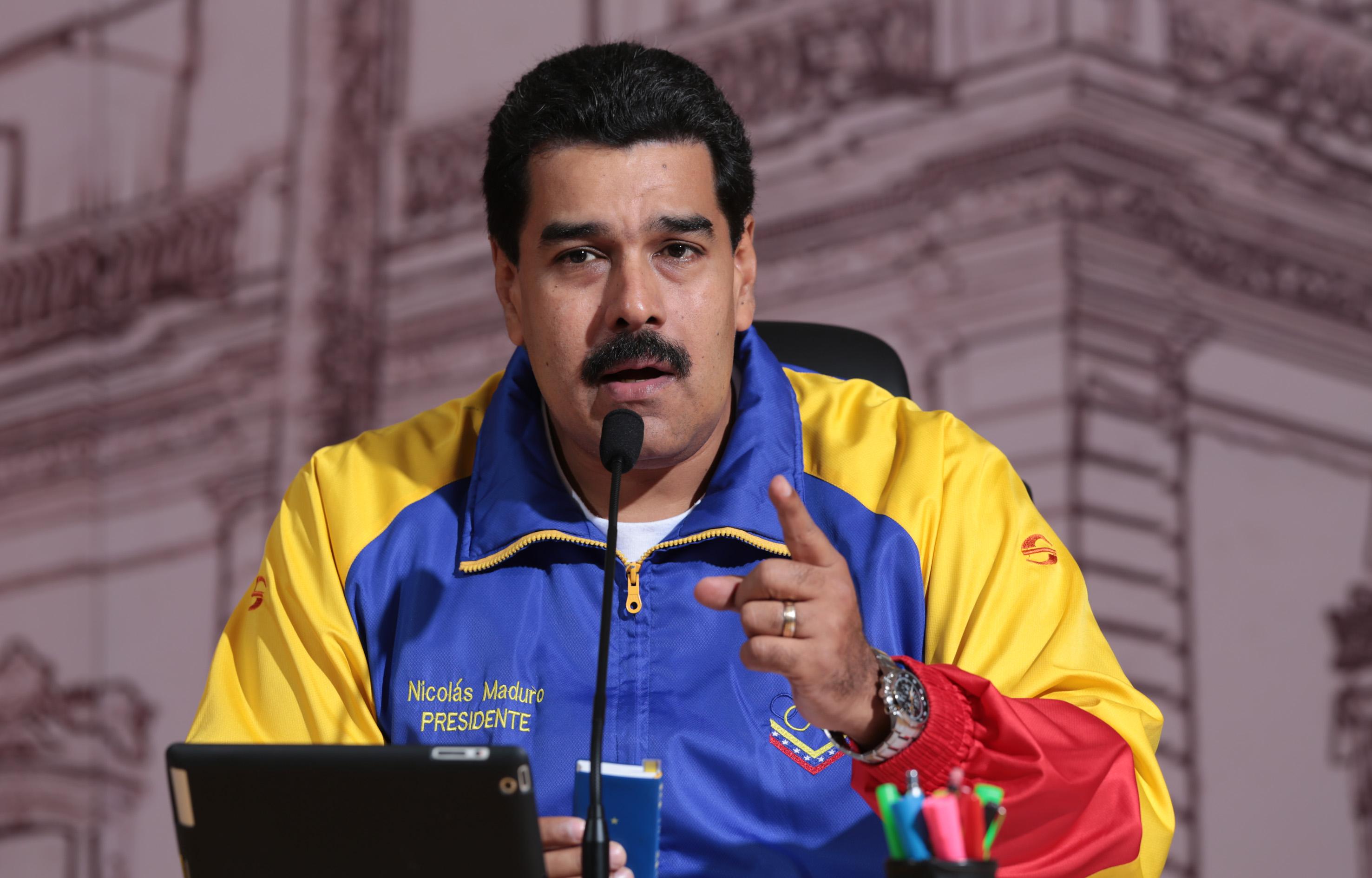 Maduro pide a Rajoy responder