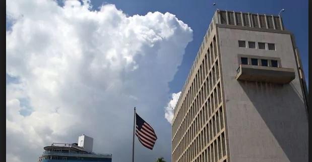 Estados Unidos ordenó el retiro del 60% del personal que trabaja en su embajada en Cuba