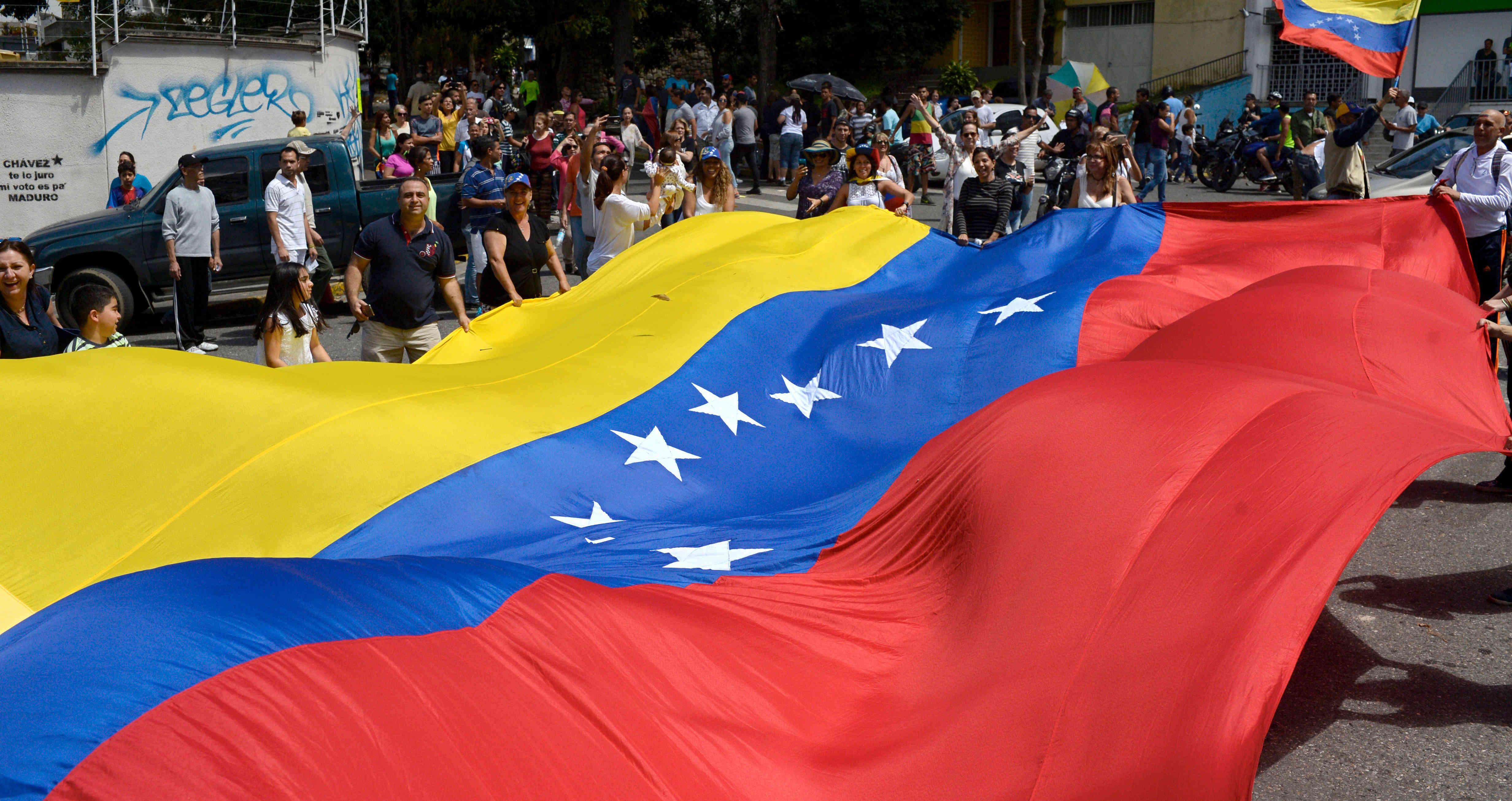 Maduro examinó con el primer ministro argelino las relaciones bilaterales