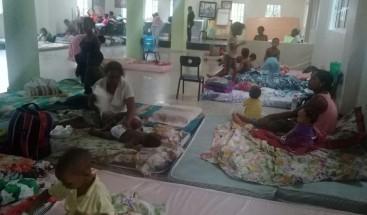 Al menos 14 familias residentes en La Ciénaga están refugiadas en la sede del cuerpo de bomberos