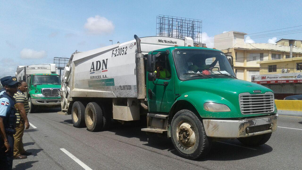 Alcaldía DN realiza operativo de limpieza tras el paso del huracán María