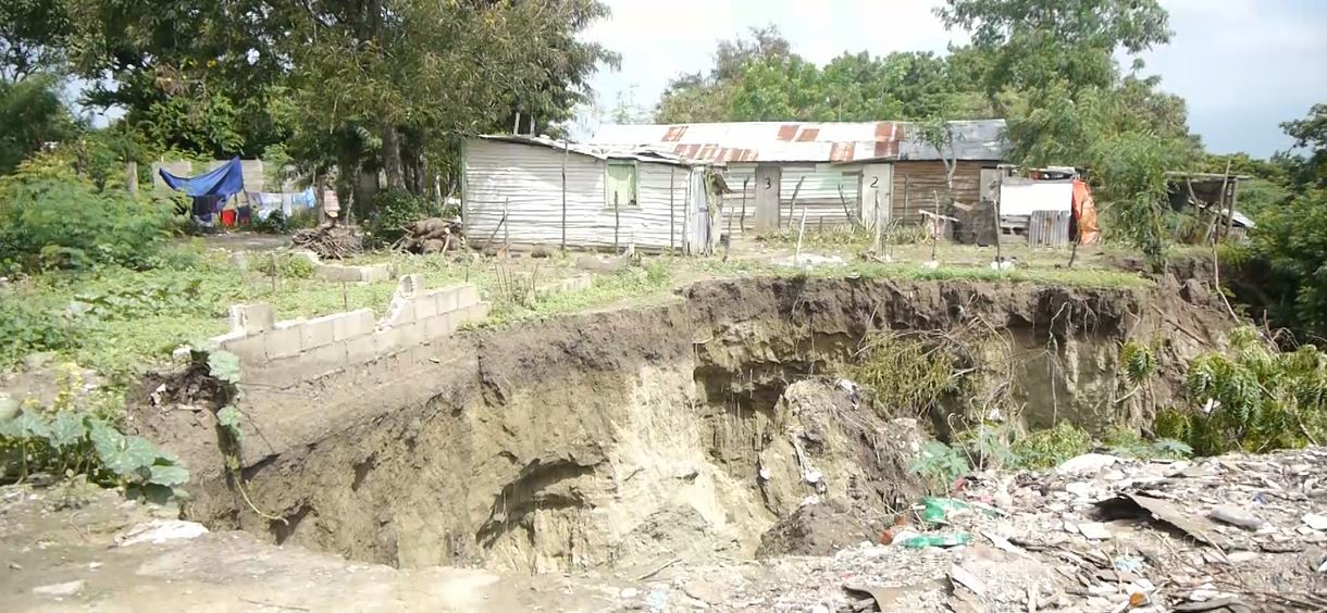 Derrumbes en La Canela de Santiago mantiene en pánico a todo el sector