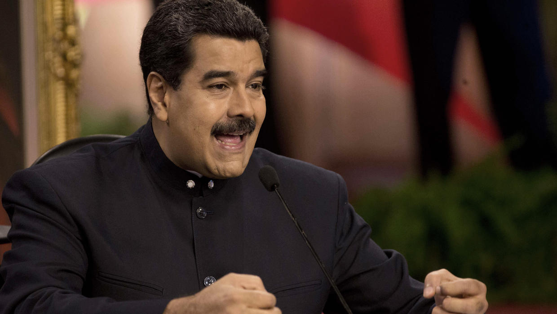 El último zarpazo de Maduro contra los medios se lleva emisoras de radio, acosa periodistas y amenaza a las web
