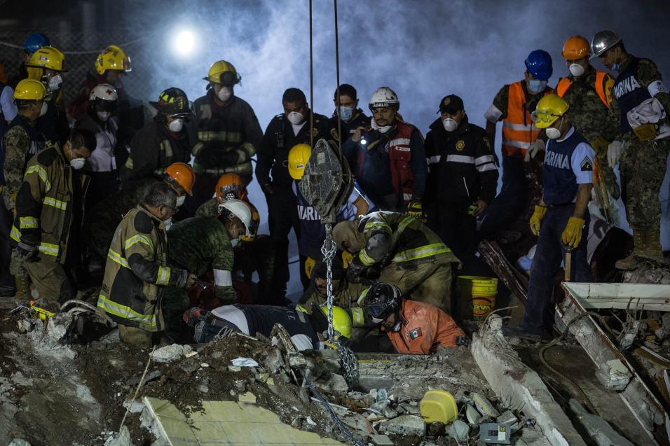 Violan a una mujer en un asalto a voluntarios por sismo en el sur de México