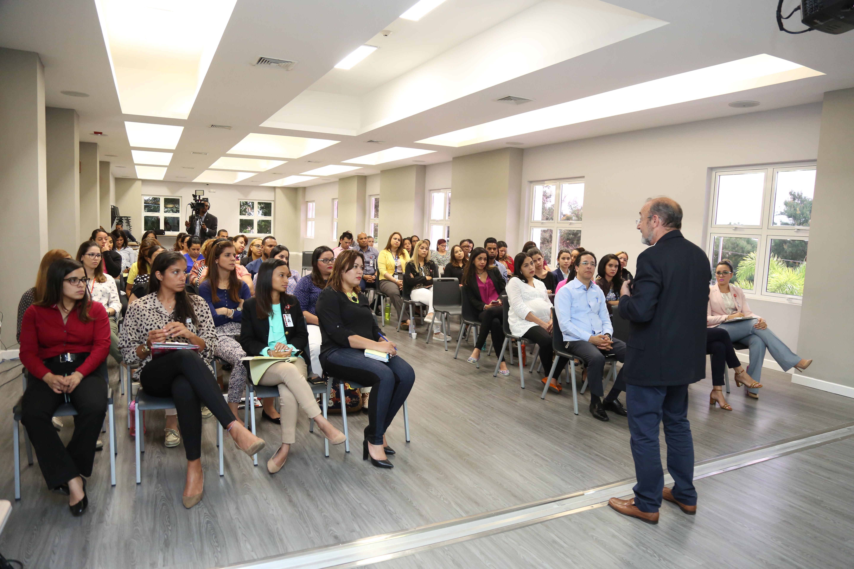 Experto español capacita en CAID Santiago sobre terapia familiar en discapacidad