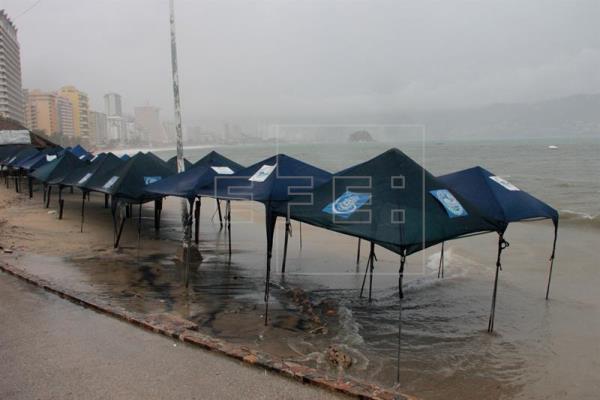 Huracán Max toca tierra y causa tormentas fuertes en el sur de México