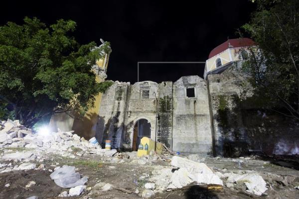 Derrumbe de iglesia en pleno bautizo deja once muertos en Puebla tras sismo