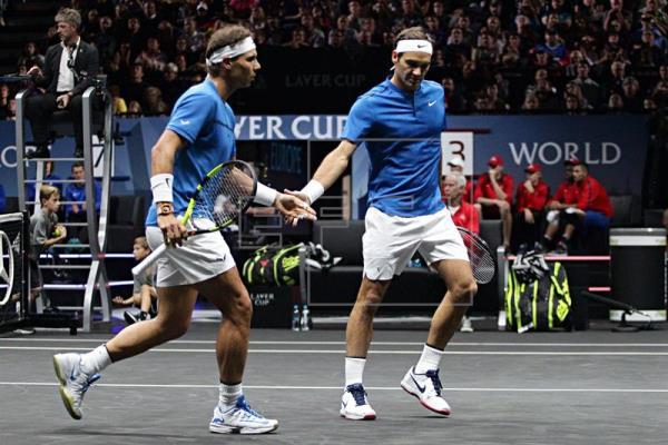 Nadal y Federer se divierten y ganan en su primer partido de dobles juntos
