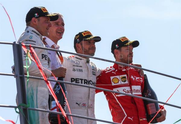 Hamilton toma el mando tras exhibición de Mercedes en el templo de Ferrari