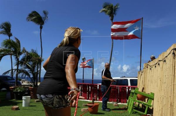 Huracán María pone su ojo sobre Puerto Rico tras destrozos en algunas islas Caribe