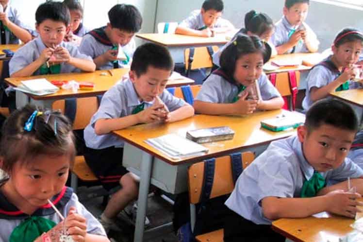 Investigan posible intoxicación que enfermó a 120 niños de guarderías chinas