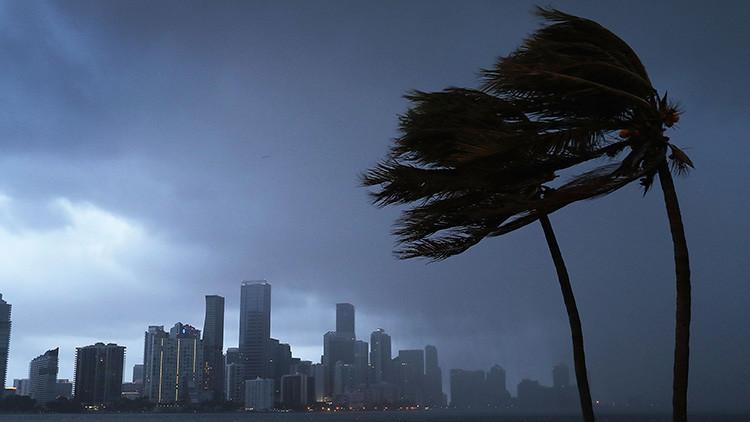 Los vientos huracanados de Irma ya azotan las playas de Florida
