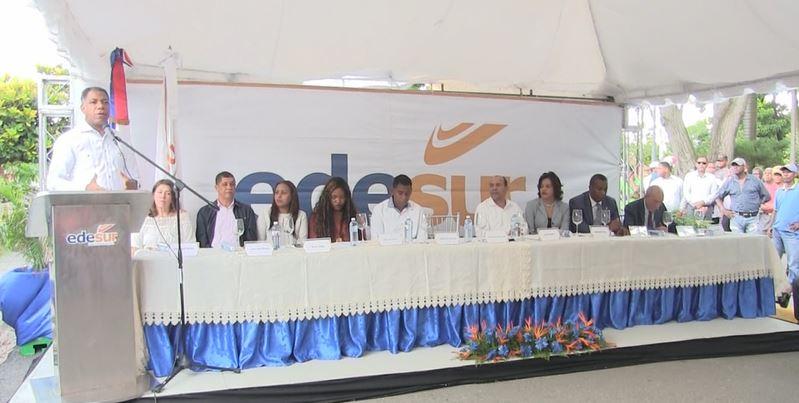 Edesur inaugura 24 horas de energía en Padre las Casas en Azua