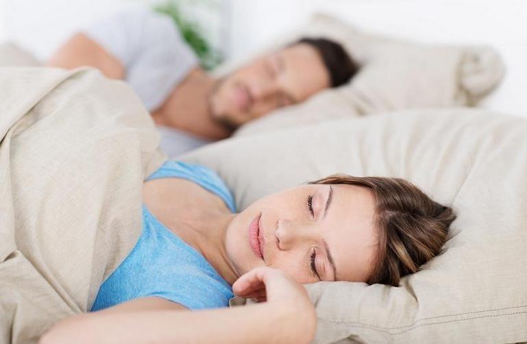 Lo que tu postura al dormir revela de tu personalidad y cómo afecta tu salud