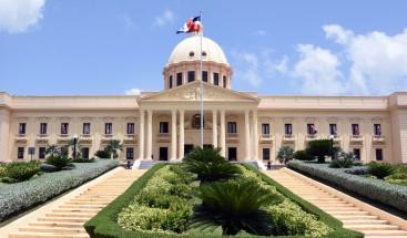 Presidente emite decreto para titulación definitiva de miles de apartamentos estatales