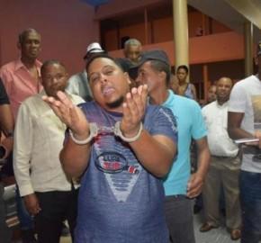 En libertad dejan a hombre que abofeteó a oficial de Amet en Barahona
