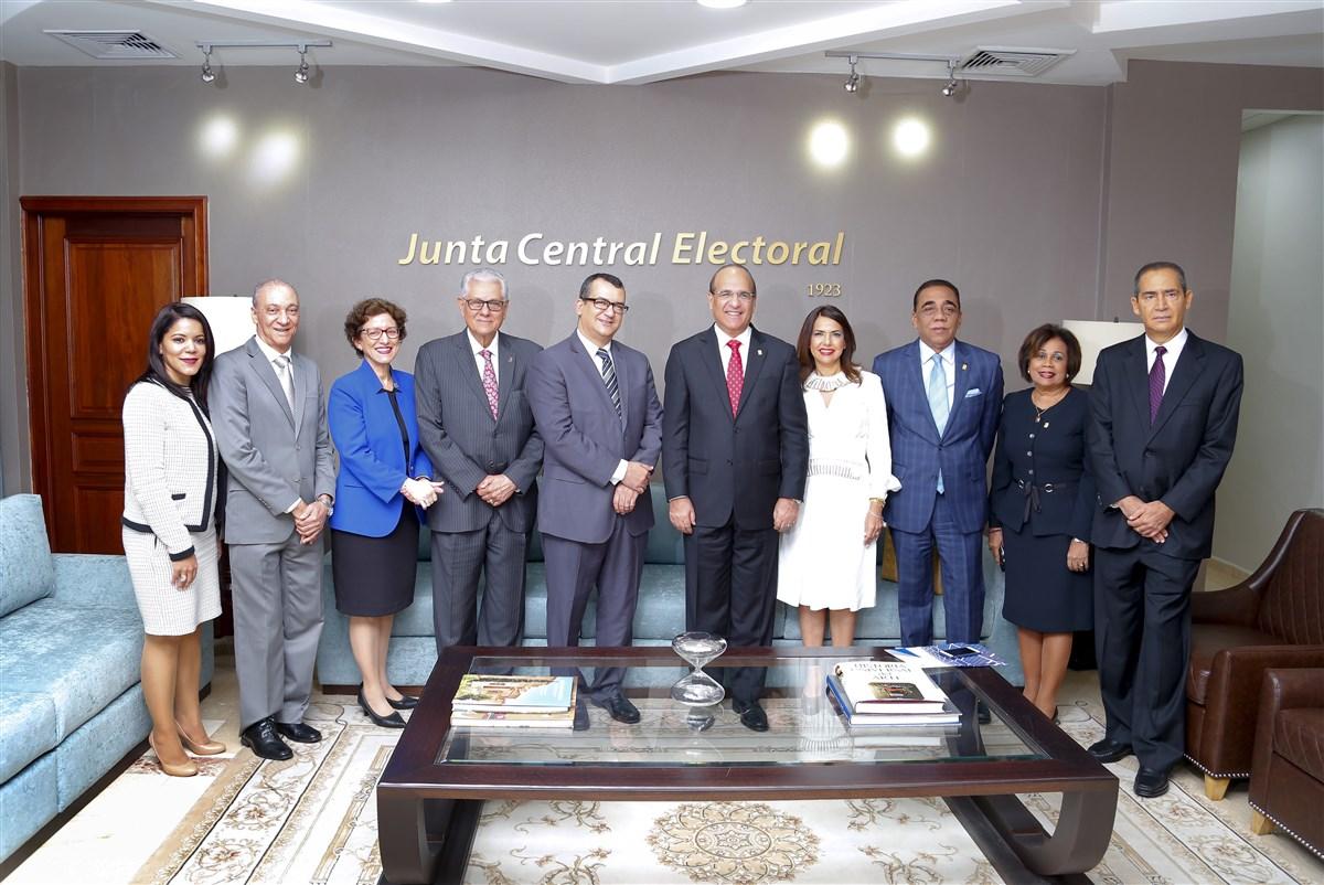 Miembros de la JCE y TSE tratan temas sobre el sistema democrático y electoral del país