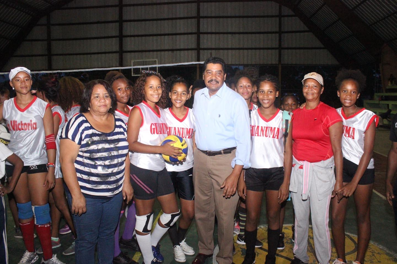 Inician torneo voleibol y softball femeninos en La Victoria