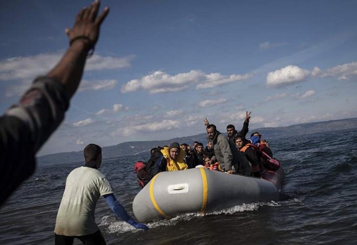 Sube a 45 número de muertos por choque de barcaza con patrullera tunecina