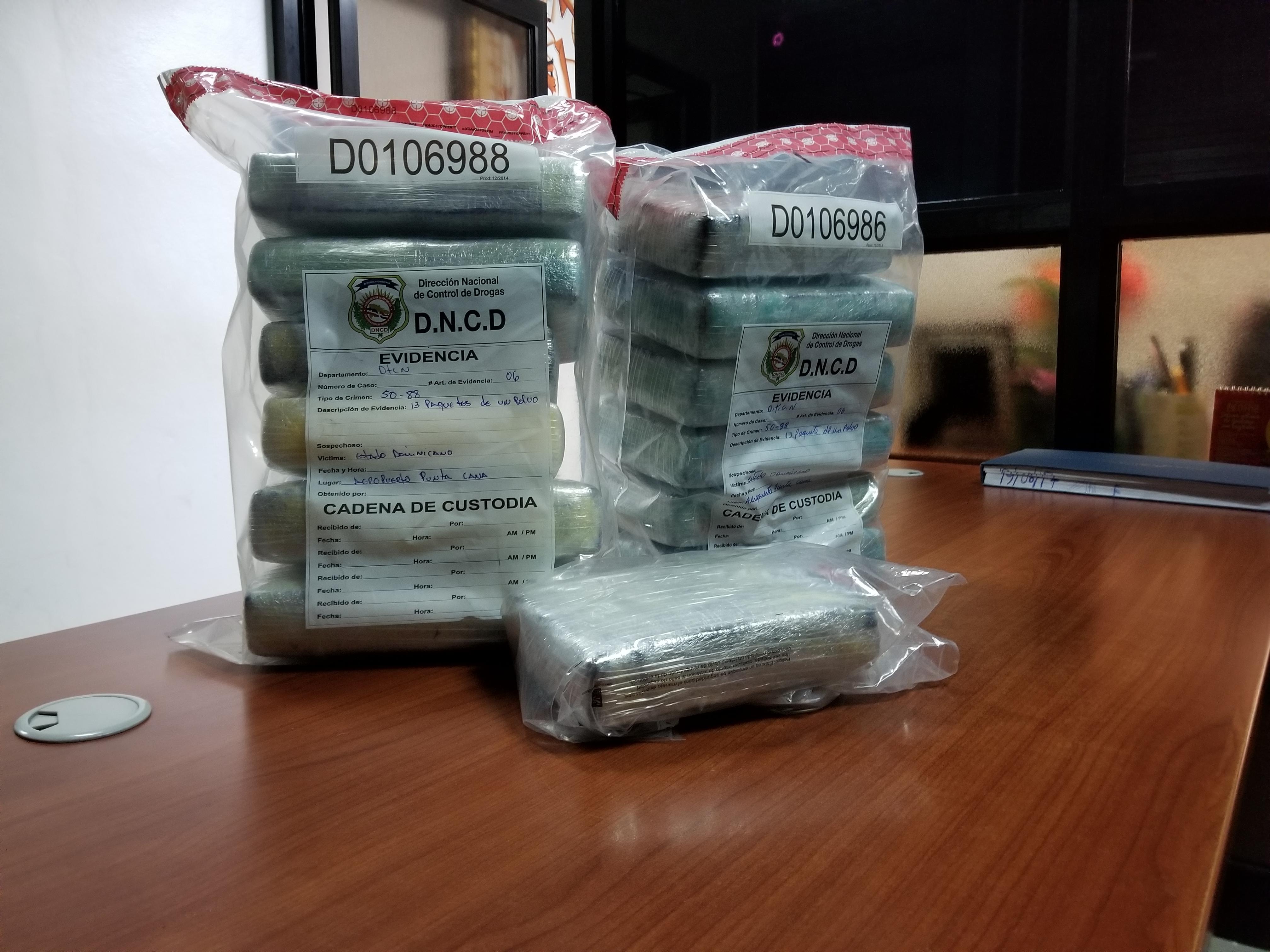 Ocupan 13 paquetes de cocaína en aeropuerto de Punta Cana