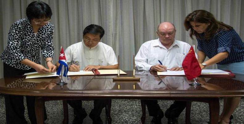 Cuba y China firman cinco acuerdos para ampliar sus relaciones económicas