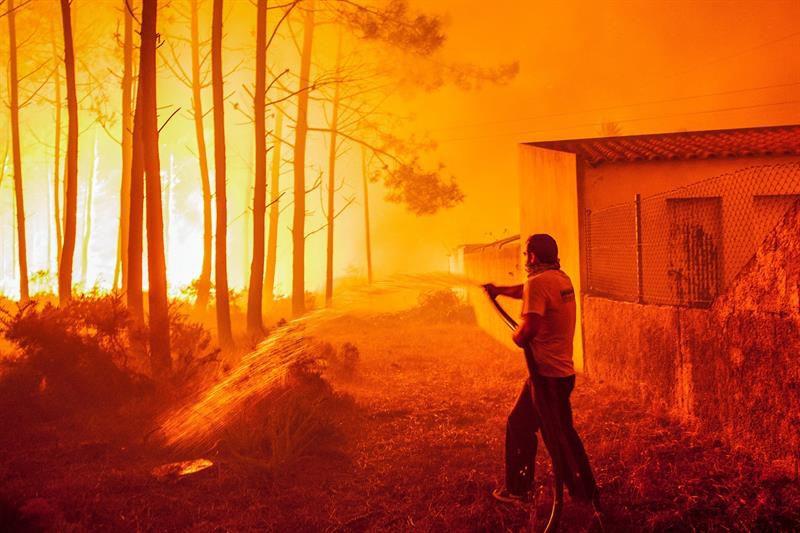 Suben a 31 los muertos en los incendios del centro y norte de Portugal